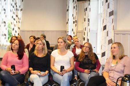 Både styrere og studenter møtte opp på åpningen av det nye ABLU-studiet ved DMMH.
