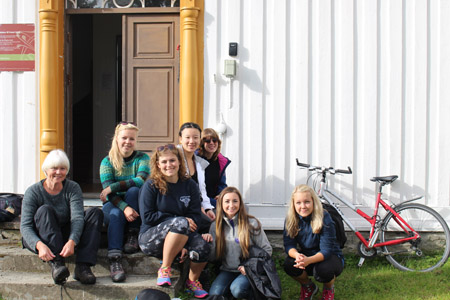 International coordinator Anne Sine van Marion is accompanying the QMUC-students on their trip to Frøset.