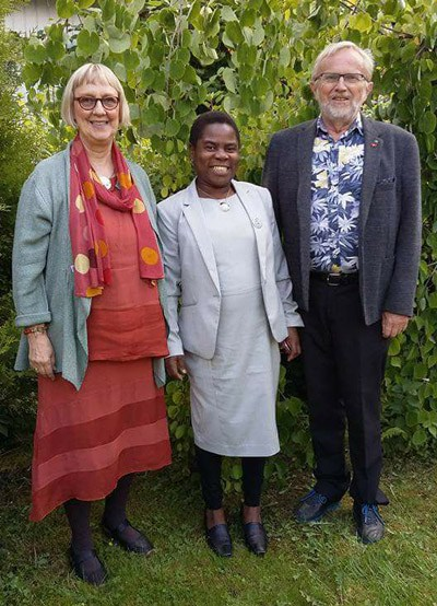 Emiliana Mgaya with her tutors Else Johansen Lyngseth and Arve Gunnestad,from QMUC.